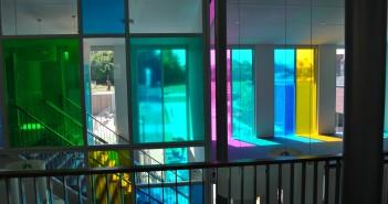 Gekleurde glasfolie basisschool Het Visnet Gekleurde glasfolie basisschool Het Visnet visnet folie5 351x185