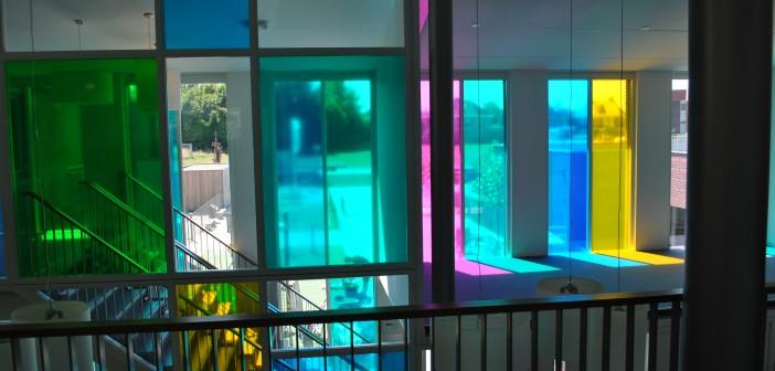 Gekleurde glasfolie basisschool Het Visnet Gekleurde glasfolie basisschool Het Visnet visnet folie5 702x336
