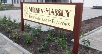 woodsign Amerikaanse woodsign (reclame van hout) voor Nielsen-Massey Fine Vanillas & Flavors foto2 medium 351x185
