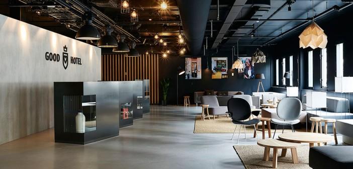 non profit hotel Non profit hotel vaart met maatwerk van Van de Pol Reclame de wereld over 5Good Hotel Amsterdam Reception 341 702x336