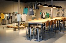 blauwstaal inrichting Combinatie Blauwstaal, LED en hout voor inrichting showroom en kantoor blauwstaal fox productions header 214x140