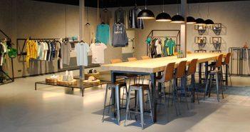 blauwstaal inrichting Combinatie Blauwstaal, LED en hout voor inrichting showroom en kantoor blauwstaal fox productions header 351x185