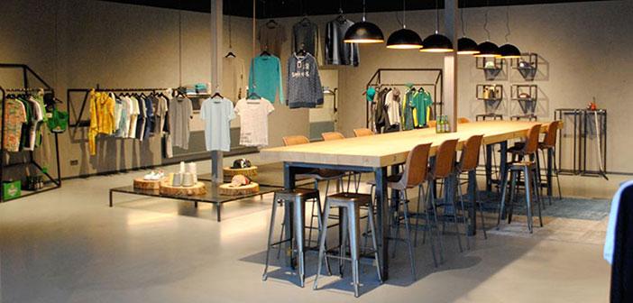blauwstaal inrichting Combinatie Blauwstaal, LED en hout voor inrichting showroom en kantoor blauwstaal fox productions header
